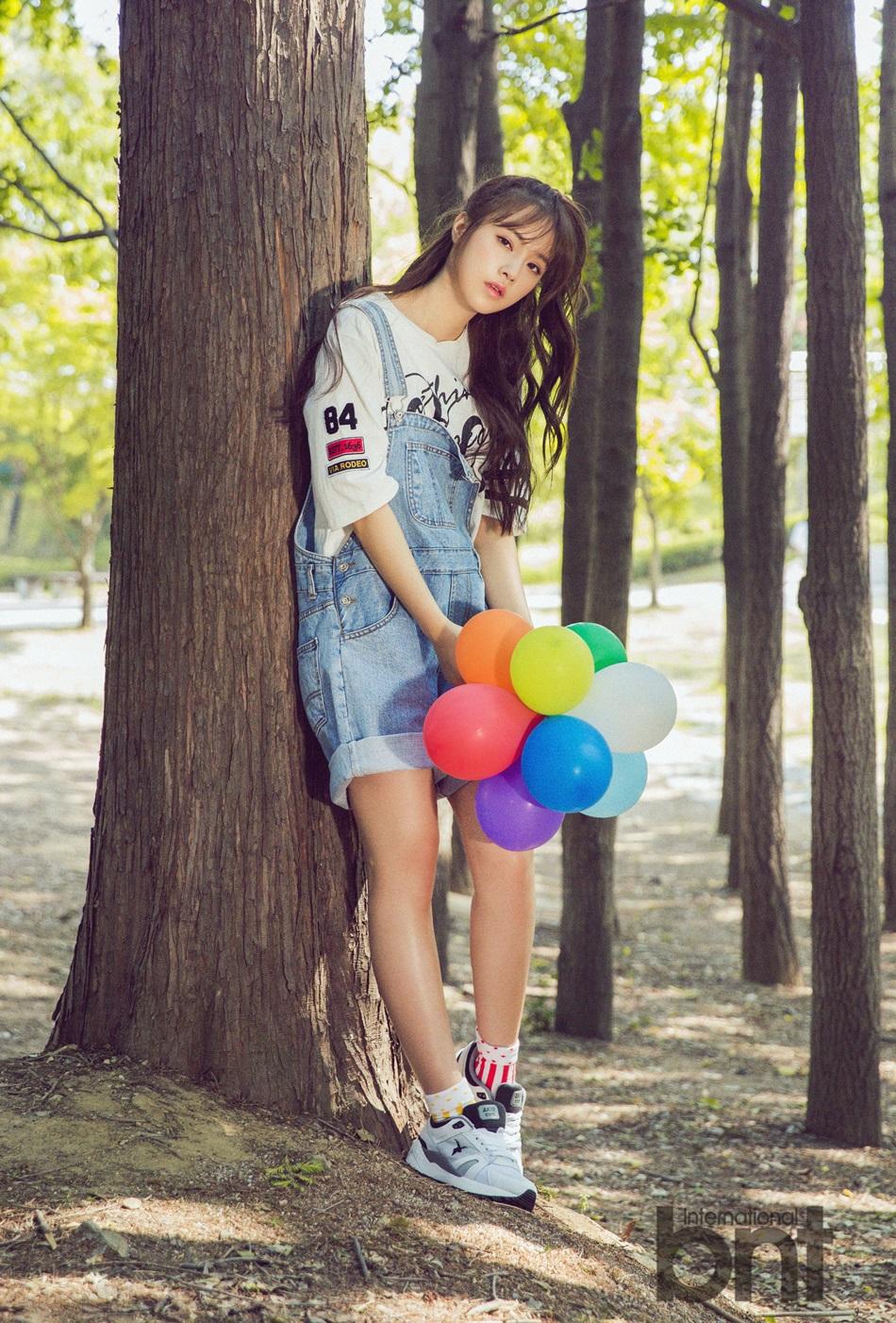 歌手苏宥美拍写真 邻家少女放飞五彩气球